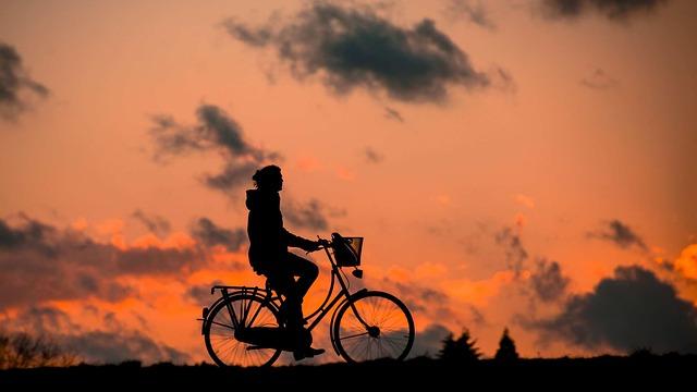 silueta cyklistky.jpg